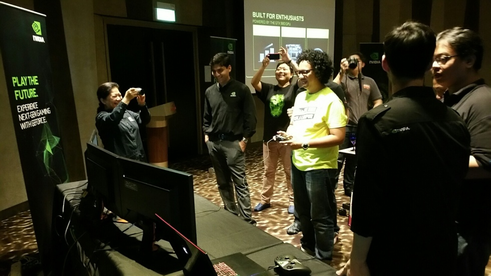 Members of the press checking out gaming notebooks powered by the GTX 980.