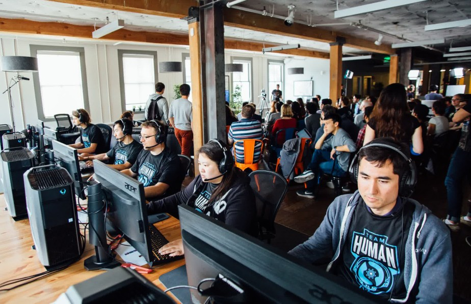OpenAI Five playing a top employee team.